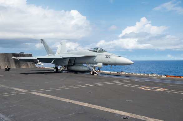 Tàu chiến Mỹ vào Biển Đông thách thức luật báo cáo của Trung Quốc - Ảnh 3.
