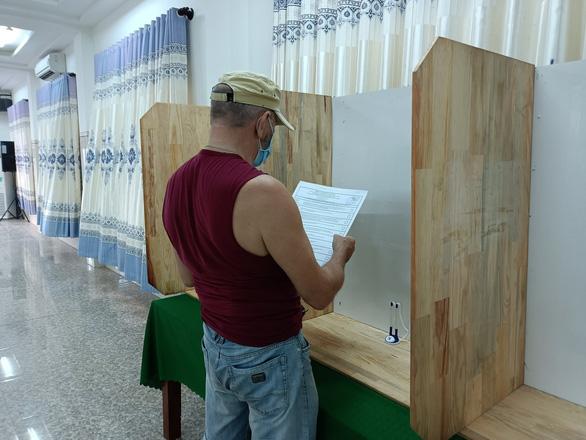 Công dân Nga ở Khánh Hòa bỏ phiếu bầu đại biểu Duma quốc gia - Ảnh 6.