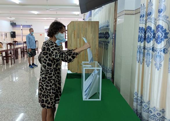 Công dân Nga ở Khánh Hòa bỏ phiếu bầu đại biểu Duma quốc gia - Ảnh 7.