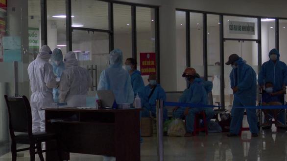 Chuyển 500 người khỏi ổ dịch COVID-19 tại bệnh viện tư nhân lớn nhất Thanh Hóa - Ảnh 2.