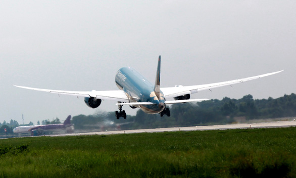 Hoàn thành, khai thác toàn bộ đường băng 1B sân bay Nội Bài - Ảnh 1.