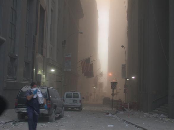 Những bức ảnh chưa từng công bố về vụ 11-9 - Ảnh 3.