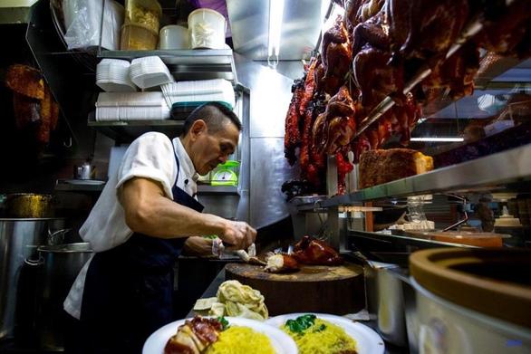 Quán cơm gà ông Chan nổi tiếng ở Singapore mất sao Michelin Guide - Ảnh 3.