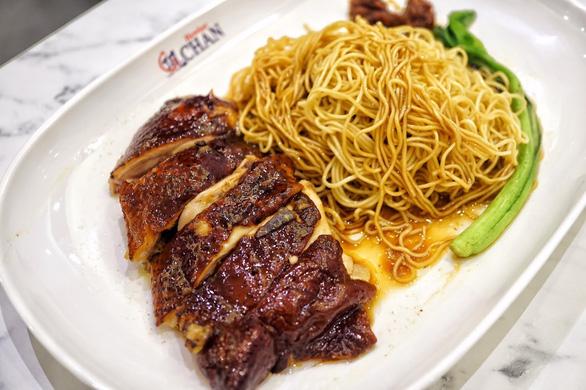 Quán cơm gà ông Chan nổi tiếng ở Singapore mất sao Michelin Guide - Ảnh 2.