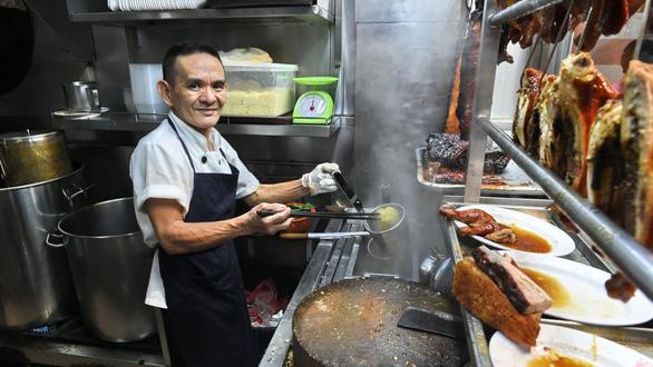 Quán cơm gà ông Chan nổi tiếng ở Singapore mất sao Michelin Guide - Ảnh 1.