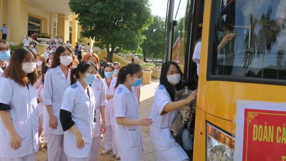 Hải Phòng cử 200 nhân lực y tế hỗ trợ Hà Nội chống dịch COVID-19 - Ảnh 1.