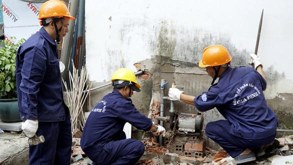 Sở Xây dựng đề nghị cho dịch vụ sửa chữa điện, nước hoạt động - Ảnh 1.