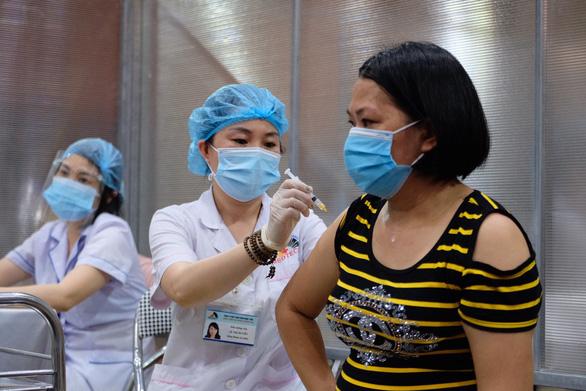 1 triệu liều vắc xin Vero Cell của Sinopharm chia cho 30 quận, huyện ở Hà Nội - Ảnh 1.