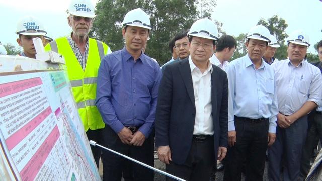 Phó thủ tướng Trịnh Đình Dũng kiểm tra cao tốc Đà Nẵng - Quảng Ngãi - ảnh 1