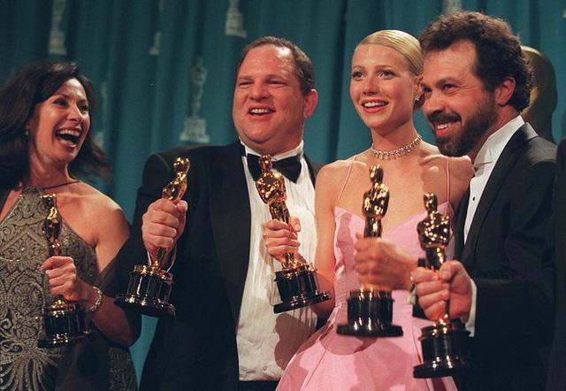 Sốc với thủ đoạn gạ gẫm nghệ sĩ nữ của Harvey Weinstein - Ảnh 2.