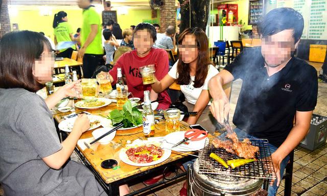 Người Sài Gòn rủ nhau thưởng thức... thịt trâu - Ảnh 1.