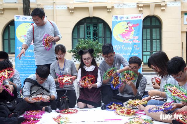 Trung Thu cho trẻ em thiệt thòi ở Hà Nội, Đà Nẵng, TP.HCM - Ảnh 3.