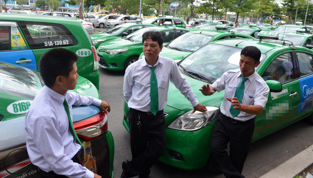 Taxi truyền thống nỗ lực cải tiến để trụ lại trước Grab, Uber - Ảnh 1.