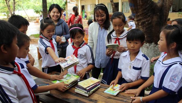 Trẻ miền quê khát sách: Nỗ lực từ cộng đồng - Ảnh 1.