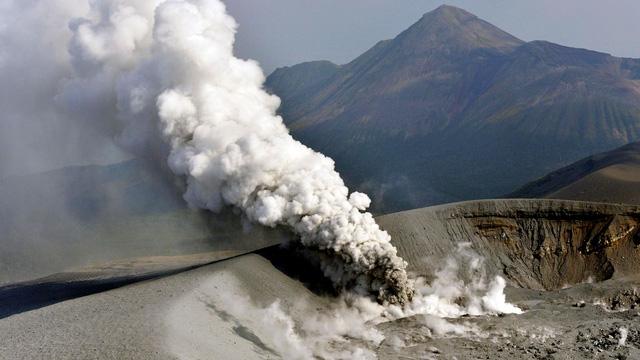 Núi lửa Shinmoe chuyển mình, người Nhật sợ mất khách du lịch - Ảnh 3.