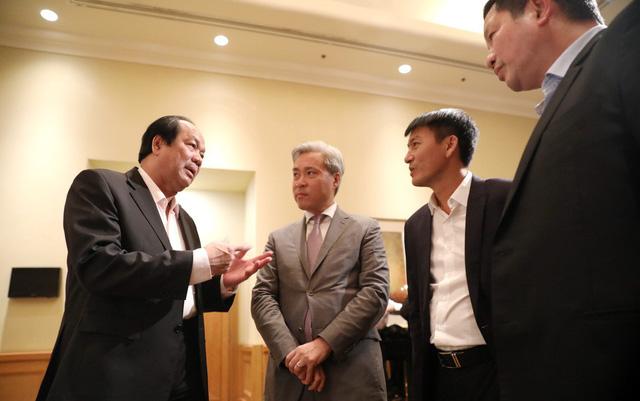 Bộ trưởng cũng bức xúc 15.000 tỉ đồng phí kiểm tra chuyên ngành - Ảnh 1.