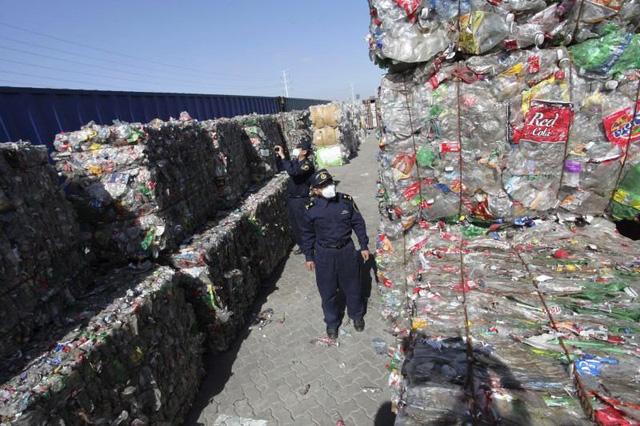 Khi Trung Quốc từ chối, rác chạy đi đâu? - Ảnh 1.