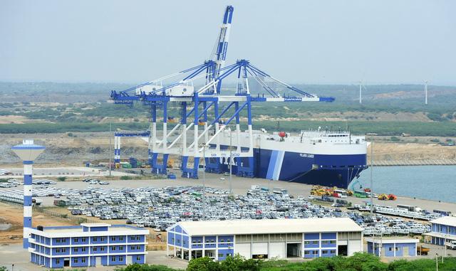 Thiếu nợ, Sri Lanka giao cảng chiến lược cho Trung Quốc - Ảnh 1.