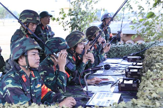 Bộ binh cơ giới Quân đoàn 3 diễn tập bắn đạn thật - Ảnh 1.