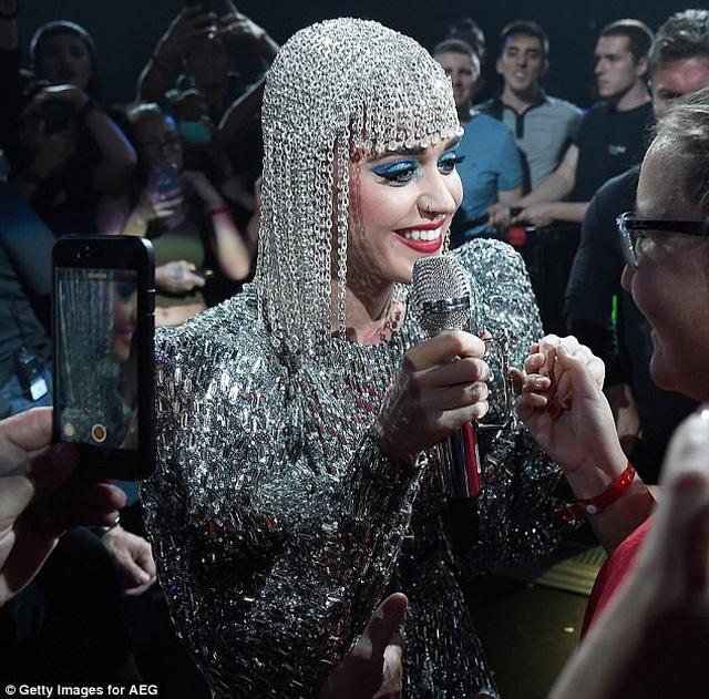 Katy Perry diện ba thiết kế của Công Trí trong tour diễn - Ảnh 1.