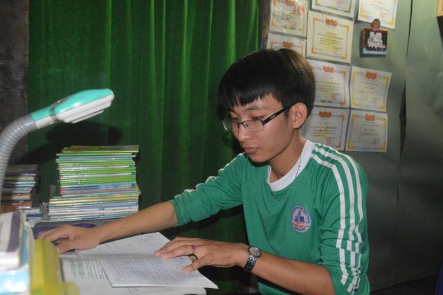Cậu học trò sửa đồ thuê kiếm tiền đi học - Ảnh 3.