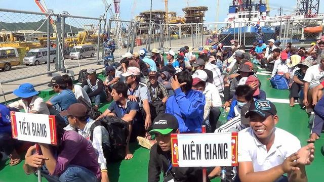 239 ngư dân Việt Nam bị Indonesia bắt giữ được về nhà - Ảnh 1.