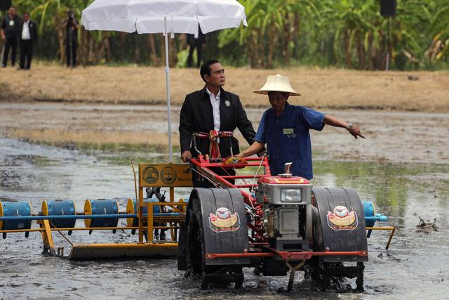 Thái Lan cải cách kinh tế bằng tiền tươi thóc thật - Ảnh 1.