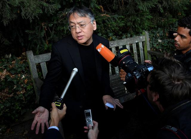 Ishiguro nghĩ rằng đoạt Nobel văn học 2017 là tin giả - Ảnh 1.