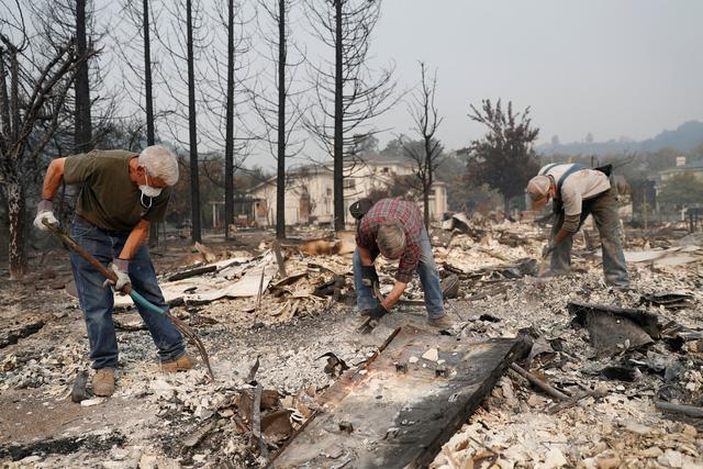 4 ngày chìm trong biển lửa của California - Ảnh 20.