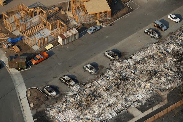 4 ngày chìm trong biển lửa của California - Ảnh 18.