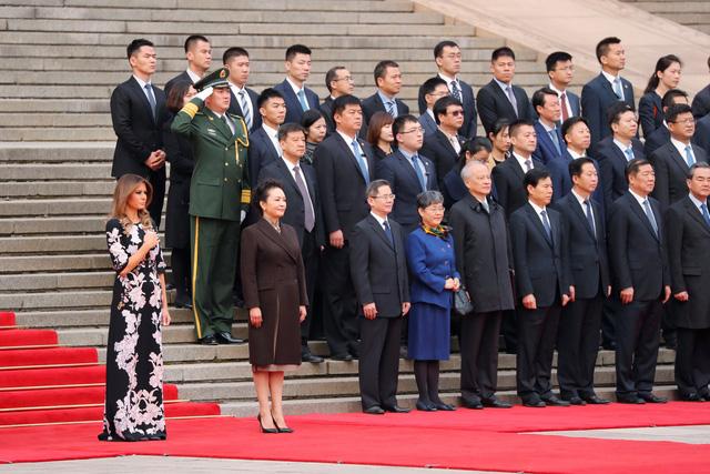 Tổng thống Trump cười tươi với 280 tỉ USD ở Trung Quốc - Ảnh 6.