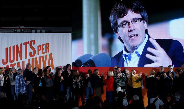 Tây Ban Nha rút lệnh truy nã lãnh đạo Catalonia - Ảnh 1.