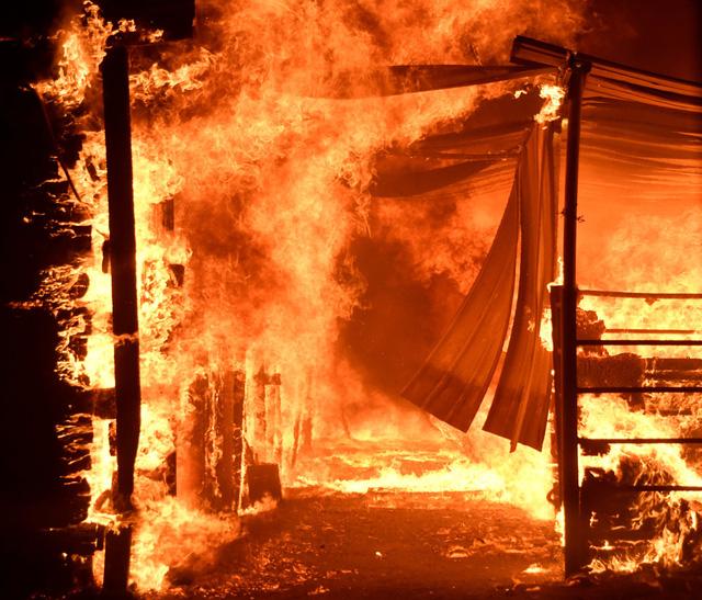 Cháy rừng lan đến khu nhà giàu Nam California - Ảnh 3.