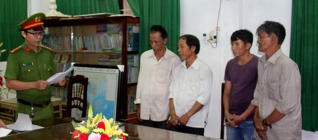 Khởi tố thêm 5 bị can vụ phá trắng 61ha rừng ở Bình Định - Ảnh 1.