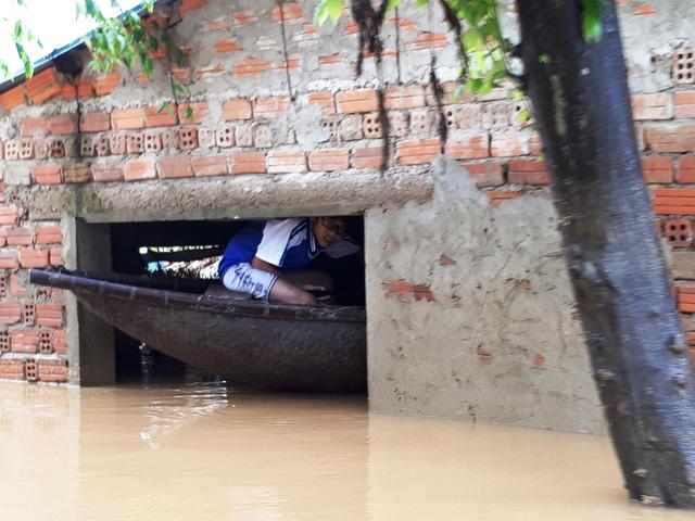 Mưa lũ, Quảng Nam hủy lễ kỷ niệm ngày Nhà giáo VN - Ảnh 1.