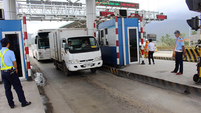Tài xế trả tiền không đủ để phản đối trạm BOT Ninh An - Ảnh 1.