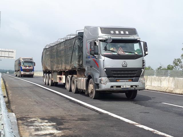 Phó thủ tướng Trịnh Đình Dũng kiểm tra cao tốc Đà Nẵng - Quảng Ngãi - ảnh 3