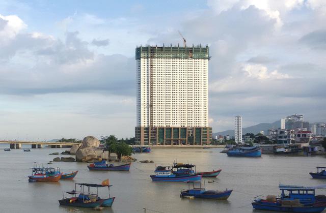 Người mua 'căn hộ vượt trần' có thể kiện Mường Thanh - Ảnh 1.