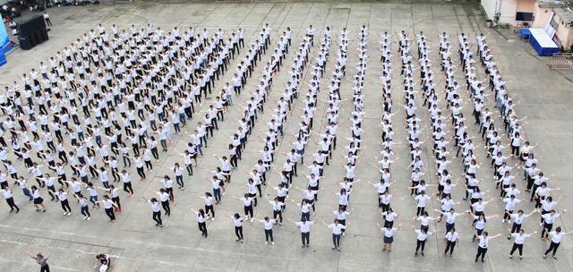 Cả ngàn sinh viên TP.HCM đồng diễn mừng Đại hội Đoàn toàn quốc XI - Ảnh 4.