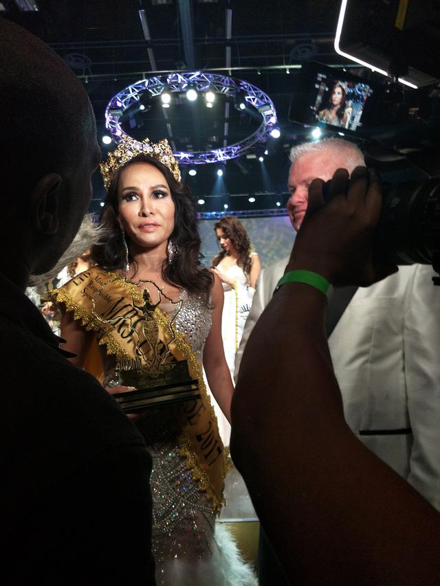 Lưu Hoàng Trâm đăng quang Hoa hậu quý bà Hoàn vũ thế giới - Ảnh 6.