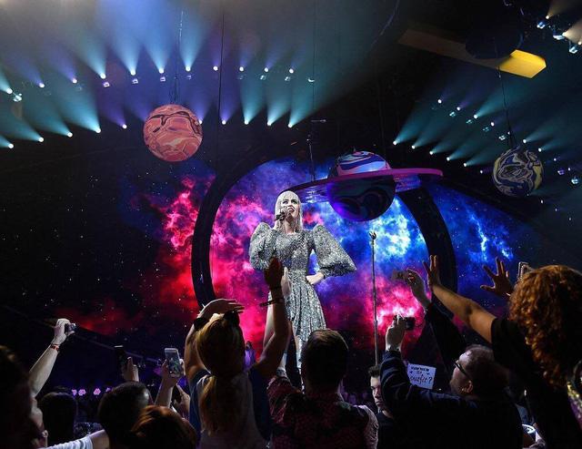 Katy Perry diện ba thiết kế của Công Trí trong tour diễn - Ảnh 5.