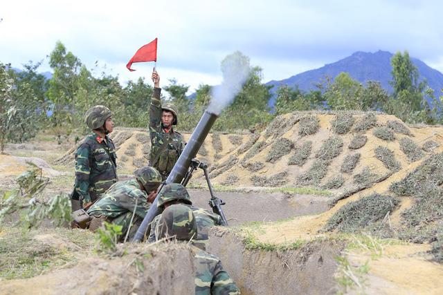 Bộ binh cơ giới Quân đoàn 3 diễn tập bắn đạn thật - Ảnh 2.