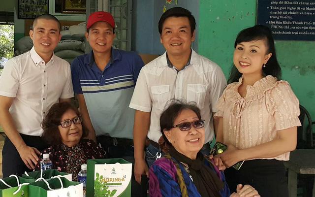 Nghệ sĩ cải lương đến thăm nghệ sĩ Diệu Hiền, Ngọc Hương… - Ảnh 1.