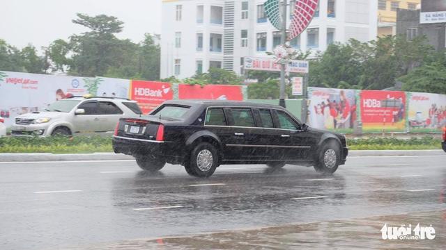 Đoàn xe Quái thú của Tổng thống Mỹ đổ xăng ven đường ở Đà Nẵng - Ảnh 8.