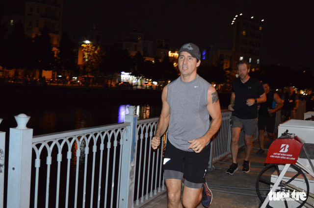Thủ tướng Canada chạy bộ ở bờ kè kênh Nhiêu Lộc - Thị Nghè - Ảnh 1.