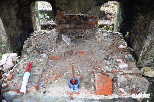 Mộ cổ mẹ vua Dục Đức nghi bị trộm đào bới tìm vàng - Ảnh 2.