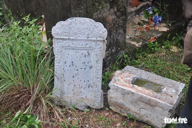 Mộ cổ mẹ vua Dục Đức nghi bị trộm đào bới tìm vàng - Ảnh 3.