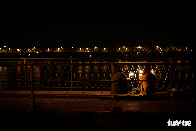 Người vô gia cư co ro giữa đêm đông Hà Nội - Ảnh 18.