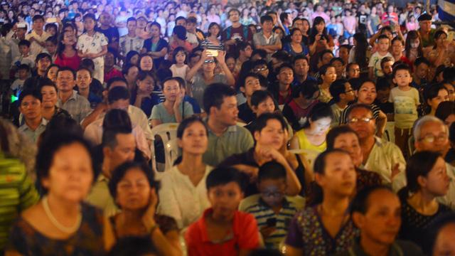 Hàng ngàn người dân TP.HCM ra Phố đi bộ mừng Quốc khánh - Ảnh 3.