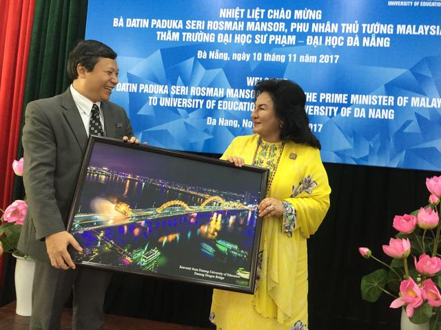 Phu nhân Thủ tướng Malaysia thăm Đại học Sư phạm Đà Nẵng - Ảnh 3.
